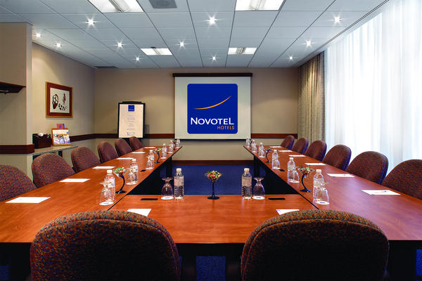 Novotel Toronto North York Конференц-зал