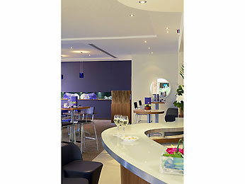 Novotel Convention &amp; Wellness Roissy CDG Bar/lounge