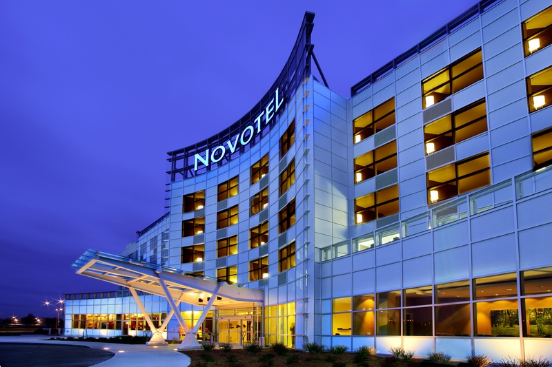 Novotel Montral Aeroport Buitenaanzicht