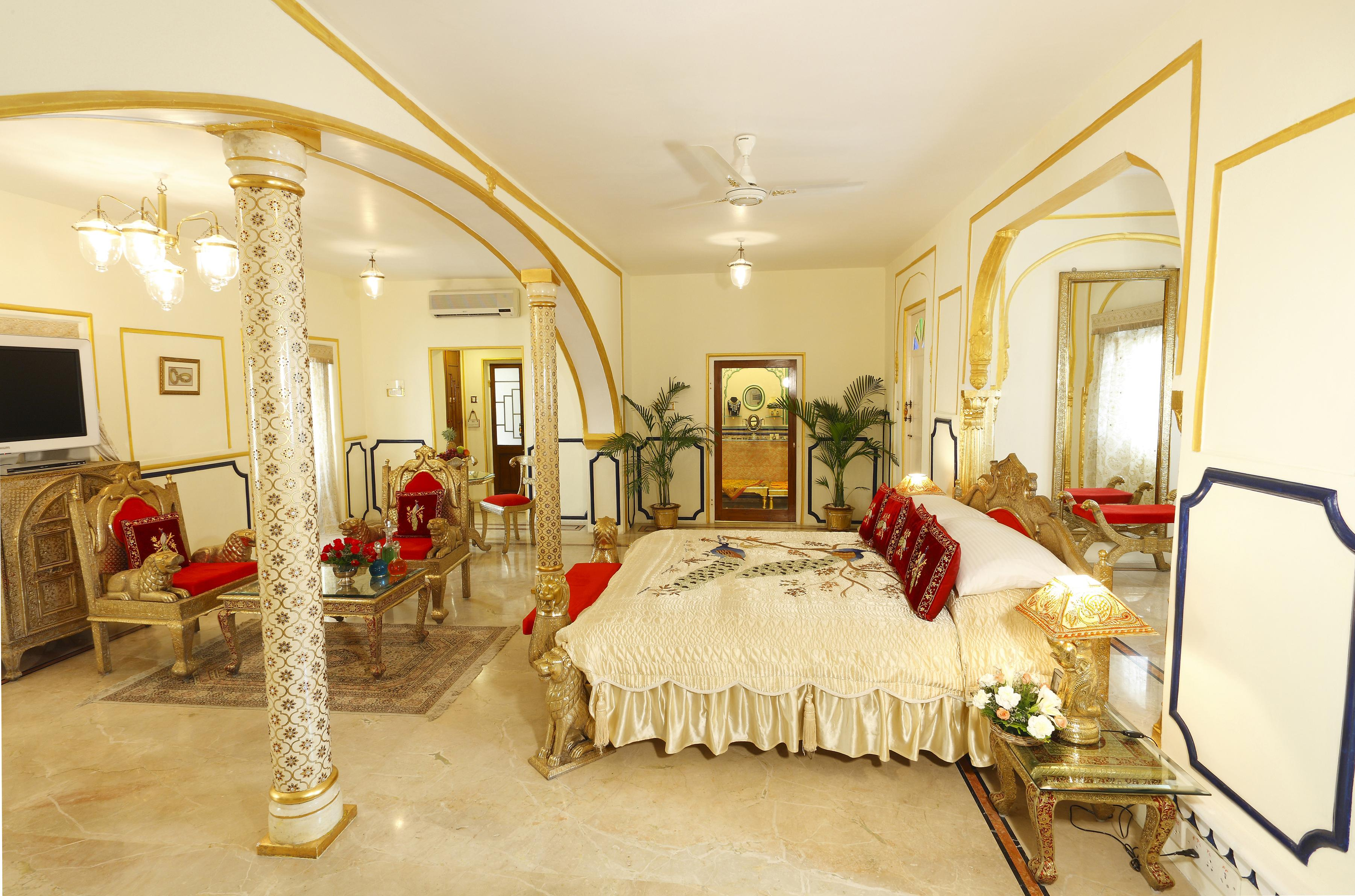 The raj palace jaipur hotel luxury city retreat india slh for Expensive hotels