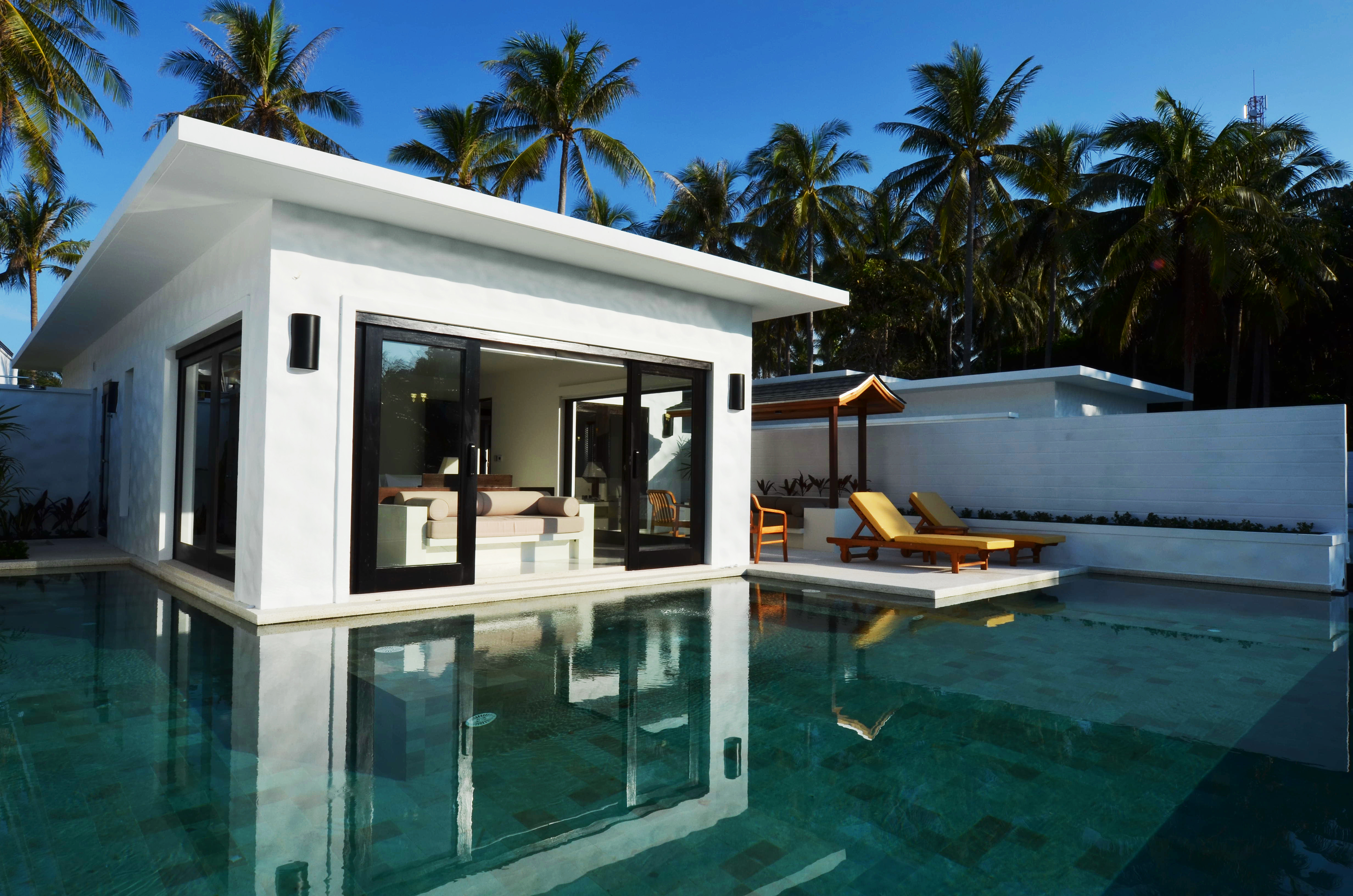 The racha luxury hotel in phuket thailand slh for Small little luxury hotels