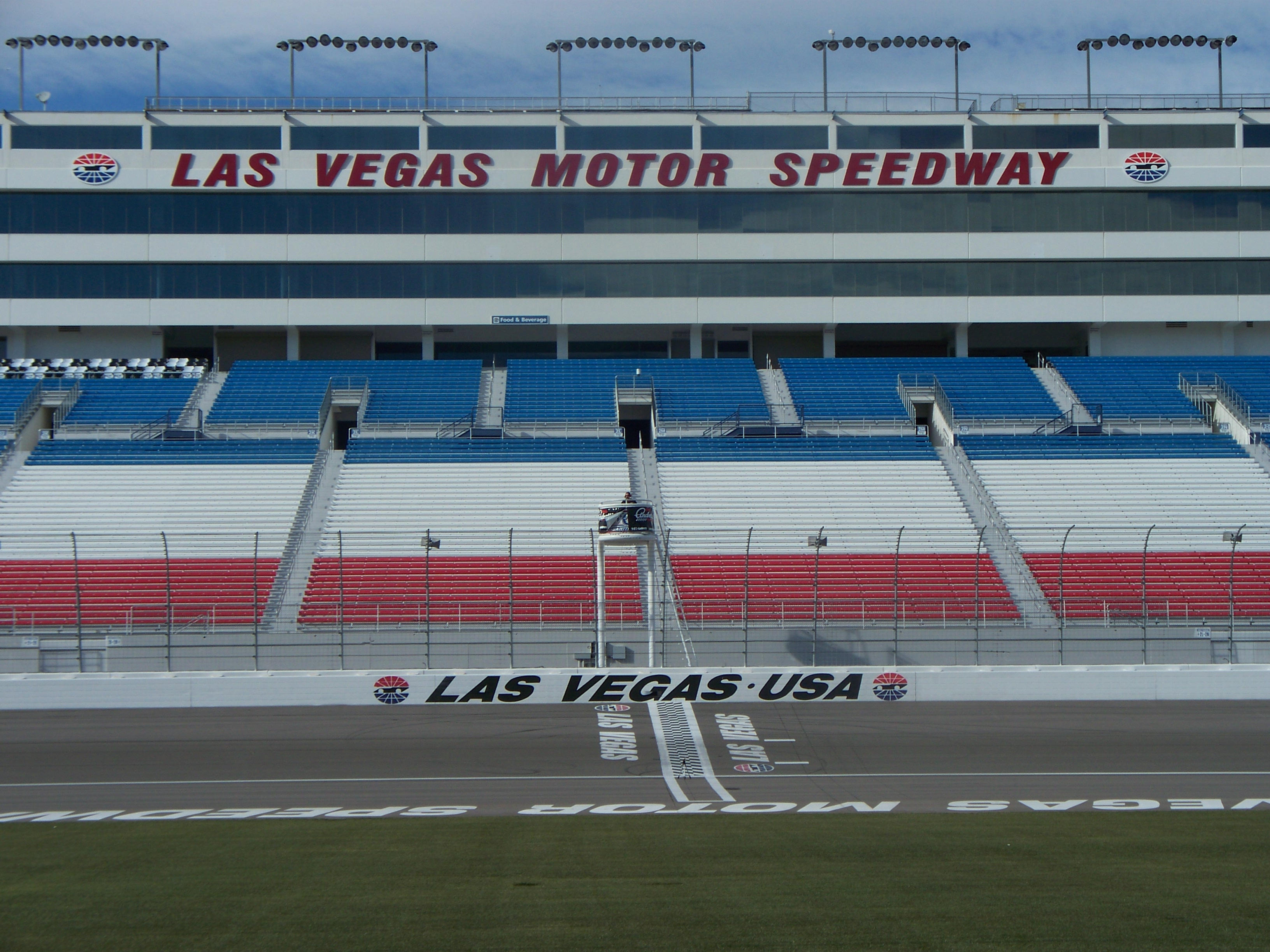 Las vegas motor speedway hotels bike gallery for Hotels close to las vegas motor speedway