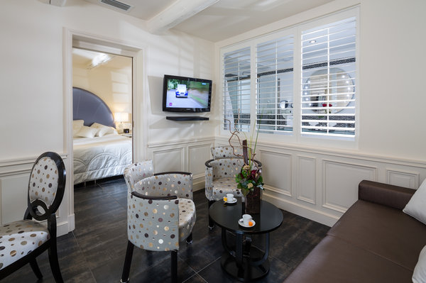 Auberge De Cassagne Amp Spa Luxury Hotel In Avignon France