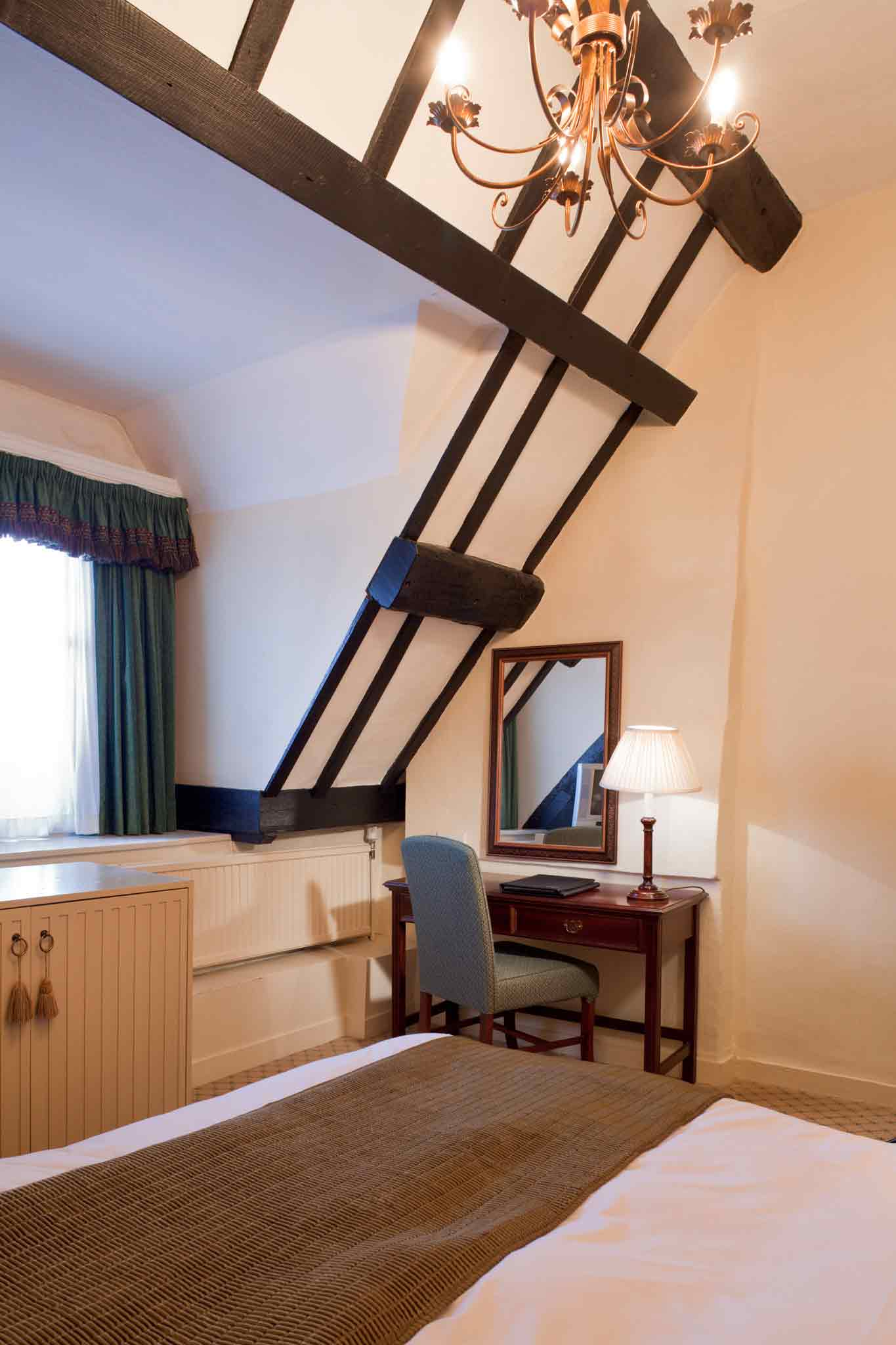 Hotel Mercure Whately Hall Banbury View of room