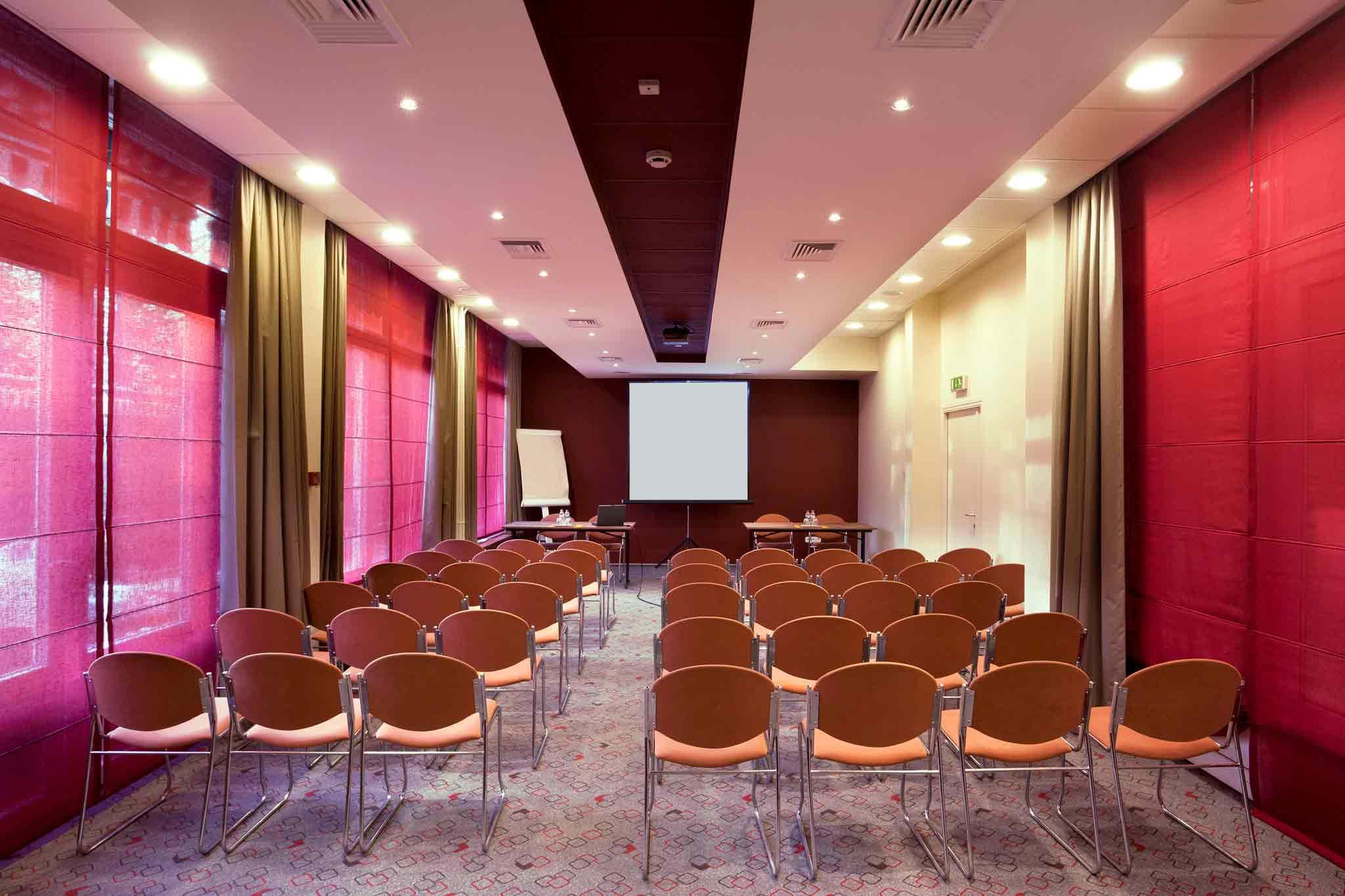 Ibis Budapest Aero Meeting room