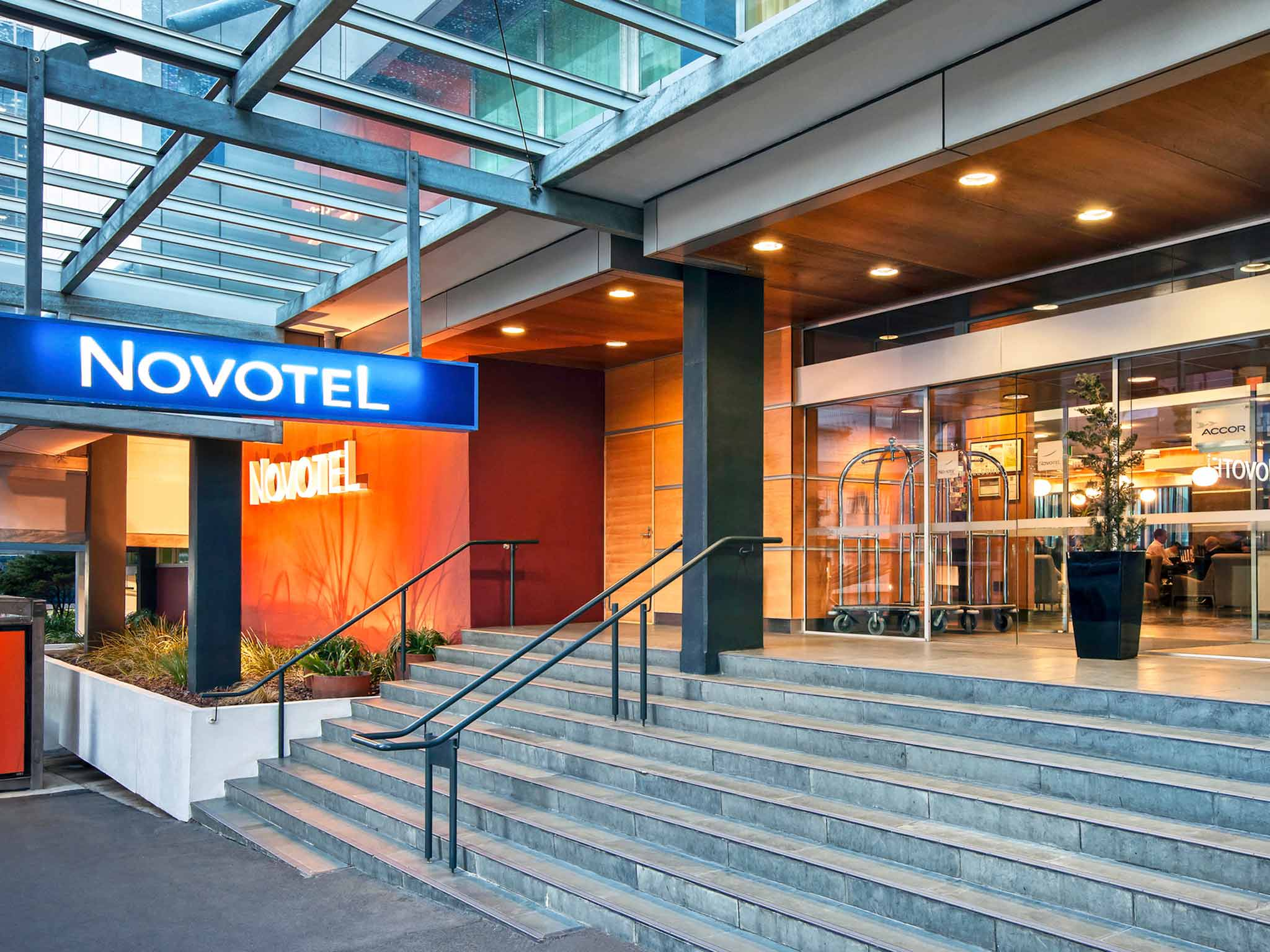 Novotel Capital Wellington Vista exterior