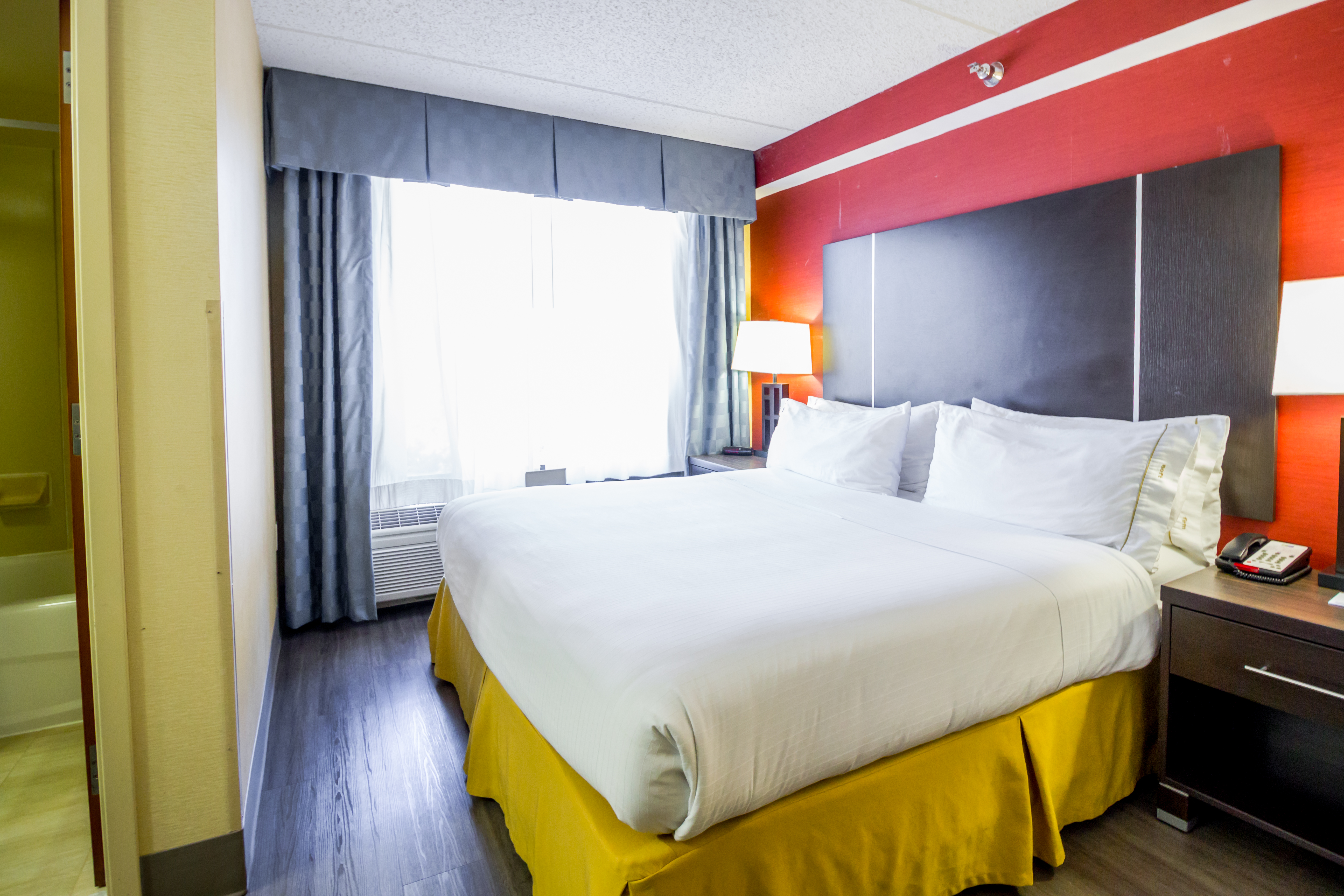 Hotel Suites in Austin | Holiday Inn Express Austin Airport