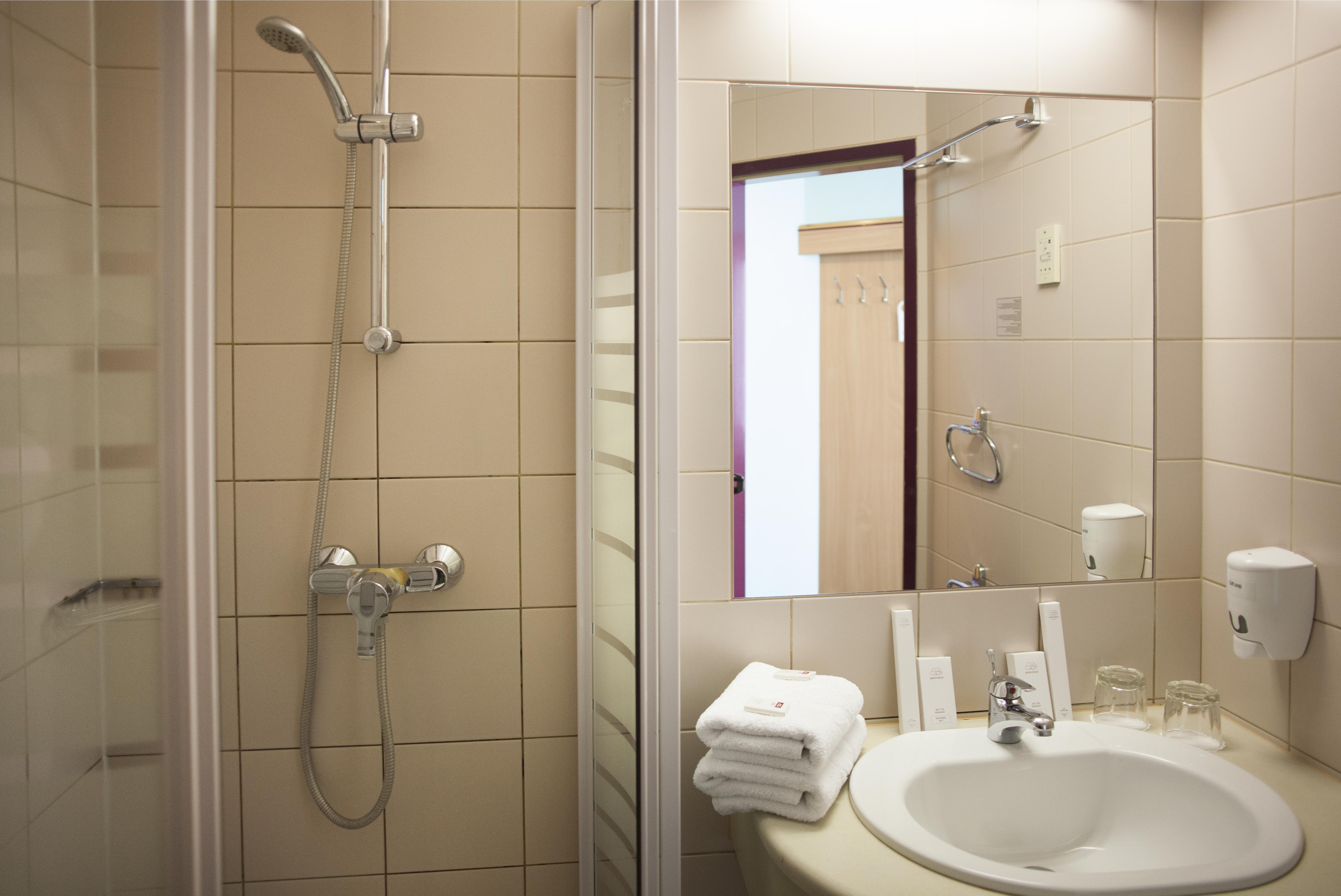 zimmer | city hotel pilvax, Badezimmer ideen