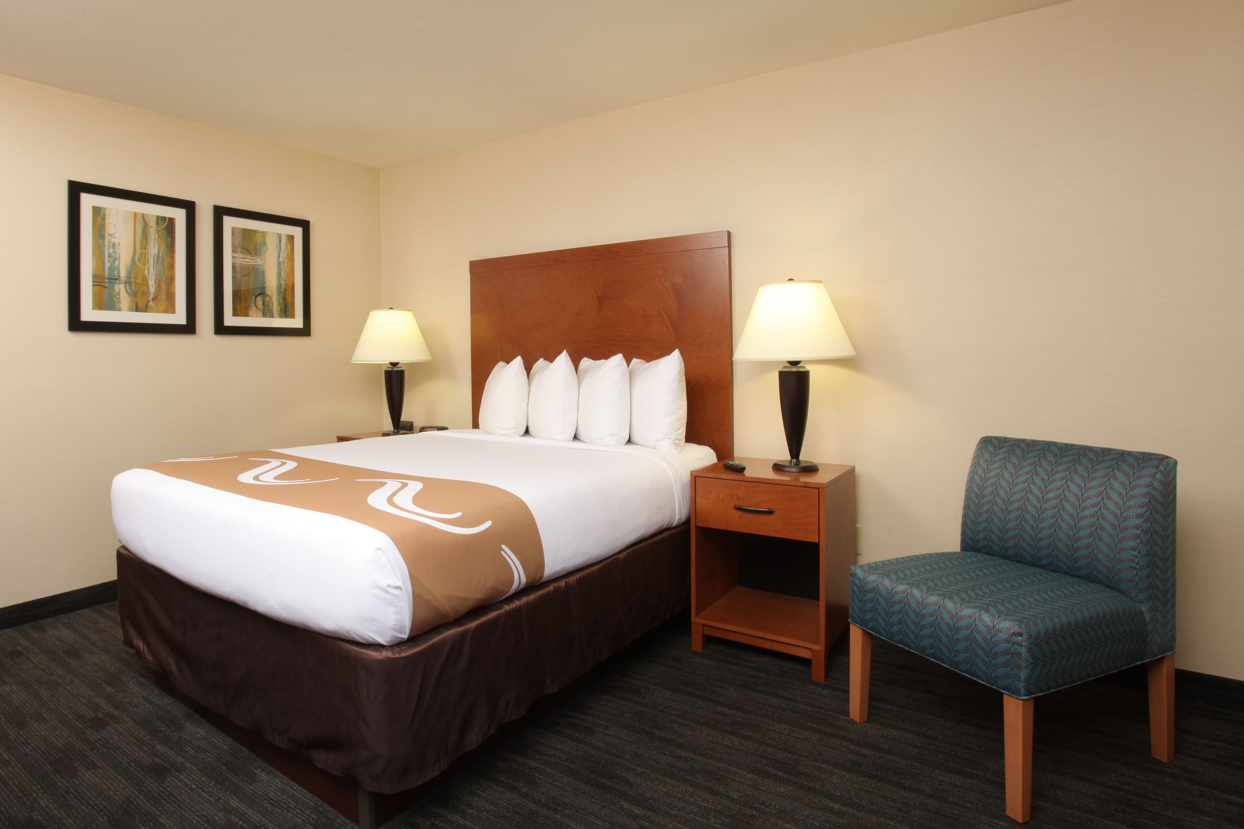 hotel rooms and suites in spokane washington quality inn. Black Bedroom Furniture Sets. Home Design Ideas