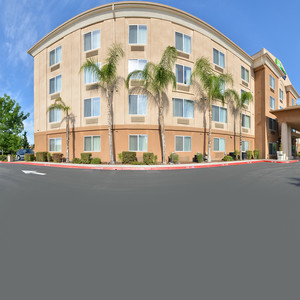 Fresno, CA Hotel Near Riverpark | Holiday Inn Express and Suites